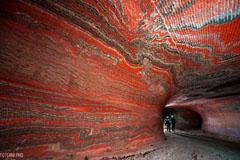 Сильвинитовая шахта. Сильвинит - это осадочная горная порода, состоящая из чередующихся слоёв галита и сильвина (nNaCl + mKCl)
