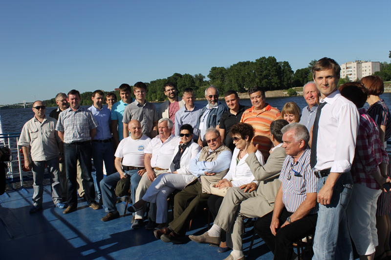 На палубе теплохода.  Конференция «Современное состояние промысловой геофизики», 2013